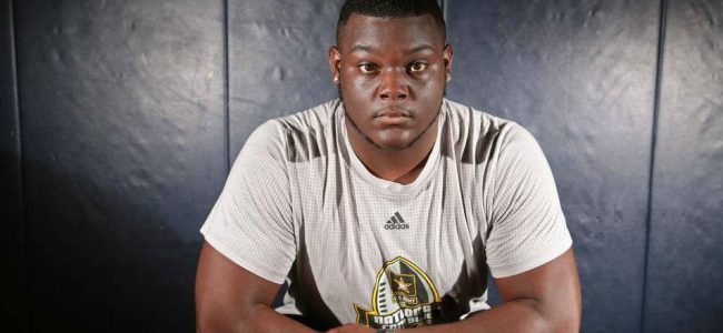Gators great helps Florida land four-star OL T.J. Moore from his high school