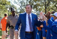 Florida coaches Dan Mullen, Mike White send message to healthcare workers
