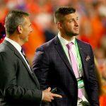 Florida star Tim Tebow signs with Jaguars, making NFL return alongside coach Urban Meyer